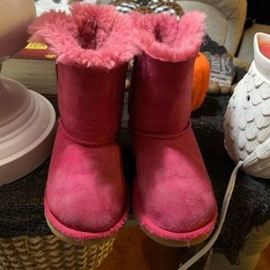 Toddler Girl Pink Uggs with Bows.